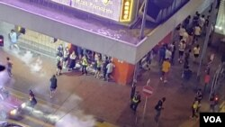 社交網站北角群組的圖片可見,9月15日晚接近11點,警方在北角新光戲院一帶施放催淚彈驅散人群。(網上圖片)