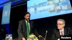 27일 스웨덴 스톡홀름에서 열린 기자회견에서 유엔 정부간기후변화위원회(IPCC)의 5차 기후변화보고서를 발표하려 하는 라젠드라 파차우리 의장(왼쪽)과 토마스 스토커 공동의장(오른쪽).