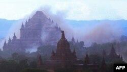 Ngôi đền cổ Sulamuni bị bụi bao phủ khi động đất xảy ra ở Bagan, Myanmar, ngày 24/8/2016.
