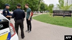 Поліція біля посольства США в Києві, 8 червня 2017 року