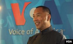 郭文贵接受美国之音采访 (美国之音方冰拍摄)