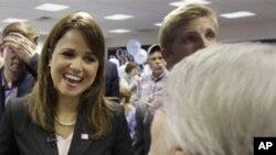 德拉瓦州共和党提名竞选参议员的奥唐奈与支持者交谈
