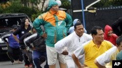 Indonesian police officers exercise during a new diet program.
