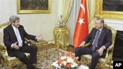 جان کری وزیر خارجه امریکا با رجب طیب اردوغان، رئیس جمهور ترکیه