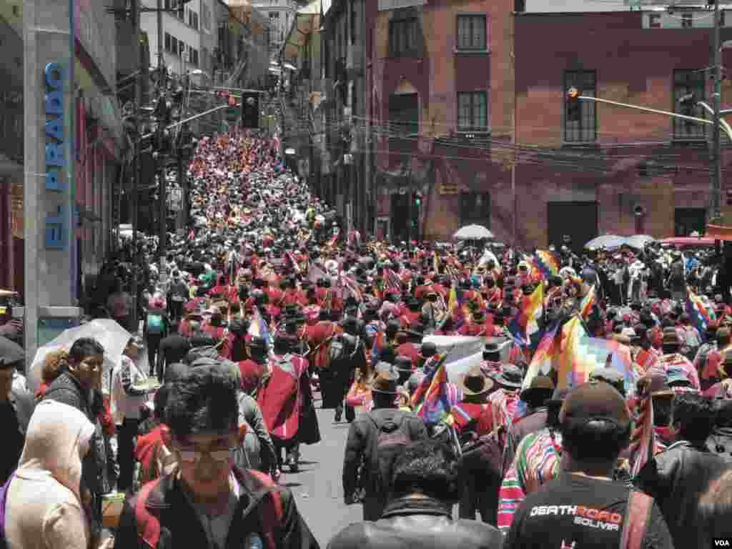 """]Humans Right Watch (HRW), una entidad de defensa de derechos humanos con sede en Washington, expresó que apoya el pedido de organizaciones civiles bolivianas para que la CIDH envíe una comisión """"para monitorear la situación""""."""
