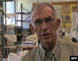 Biolog Lari Gilbert
