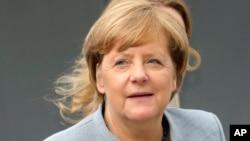 Njemačka kancelarka Angela Merkel stiže na sastanak pred početak samita evropskih lidera u Briselu, 19. oktobar 2017.