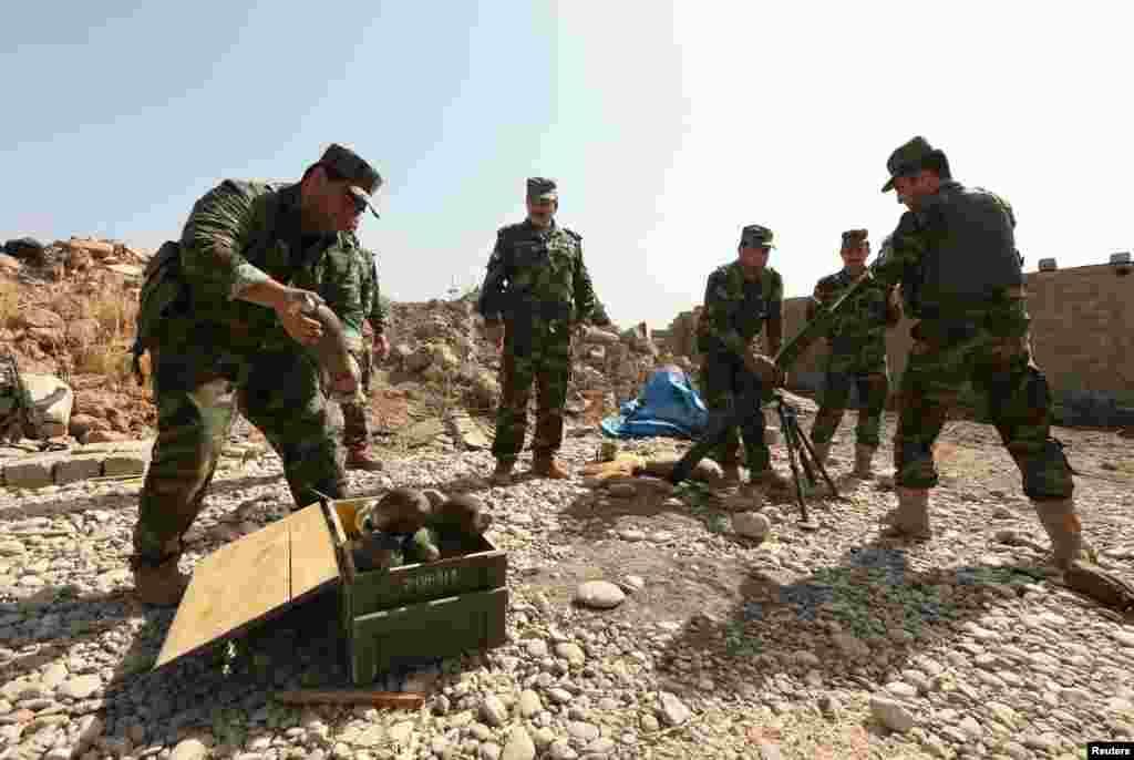 پیر کی صبح عراقی توپ خانے نے موصل پر گولہ باری کا آغاز کیا جس کے ساتھ ہی اس جنگ کا آغاز ہو گیا۔