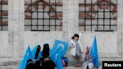 生活在土耳其的維吾爾族婦女抗議中國的打壓(路透社2018年11月6日)