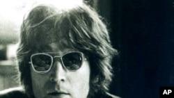 ນາຍ John Lennon ແຫ່ງວົງດົນຕີ the Beatles ທີ່ດັງກ້ອງໂລກໃນຊຸມປີ 1960.