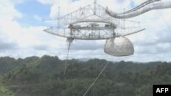 Konstrukcija sa antenama radioteleskopa Aresibo, teška 900 tona