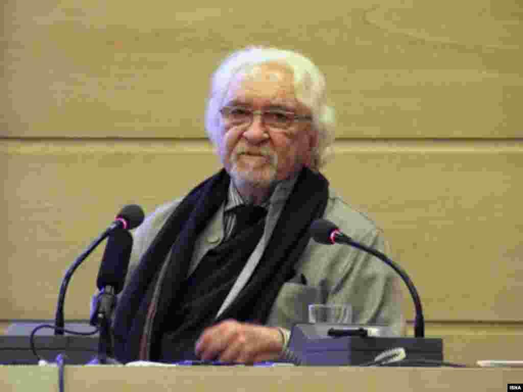 داریوش شایگان فیلسوف ایرانی در ۸۳ سالگی درگذشت. آقای شایگان مولف دهها کتاب بود که برخی نوشته های او به زبان فرانسه در این کشور نیز مورد تجلیل قرار گرفته بود.