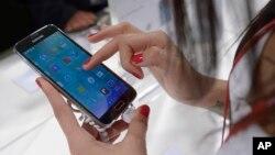 Samsung đang dần chuyển hướng đầu tư từ Trung Quốc sang Việt Nam vì nhiều yếu tố trong đó có nhân công rẻ và ưu đãi thuế quan.