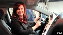 La presidenta Cristina Fernández recibió al presidente de General Motors Argentina, Sergio Rocha.