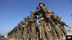 Pasukan keamanan Afghanistan dalam sebuah upacara di provinsi Laghman, sebelah timur Kabul. (Foto: Dok)