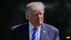 星期三川普總統在白宮南草坪。