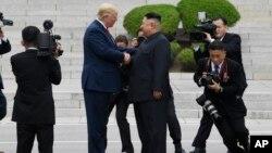 Ông Trump và ông Kim tại cuộc gặp hôm 30/6.