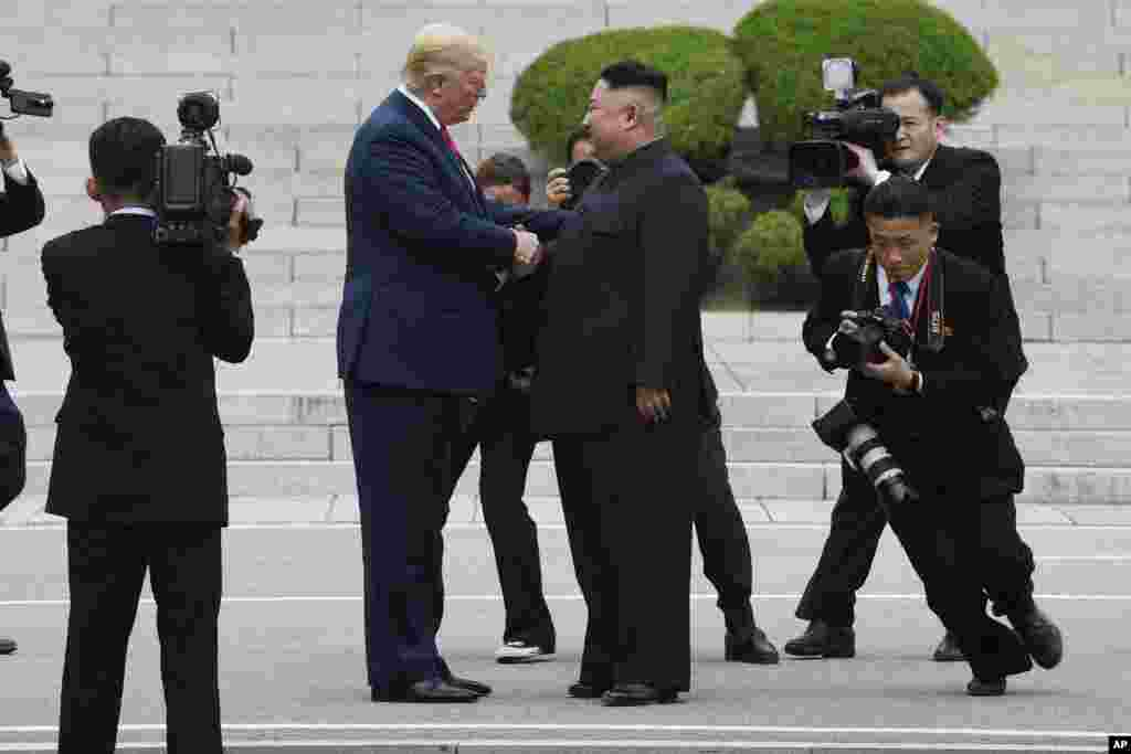 رهبر کره شمالی هم گفت که او اگرچه از این دعوت شگفت زده شده اما چون خواستار ملاقات مجدد بوده آن را پذیرفته است.