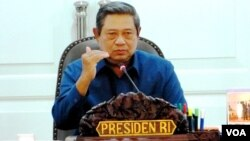 Presiden Susilo Bambang Yudhoyono saat memimpin sidang kabinet paripurna di kantor Kepresidenan di Jakarta (foto: Andylala/VOA).