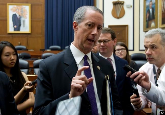 美國眾議院軍事委員會主席麥克·索恩伯里(Mac Thornberry)在國會與記者談話(2017年4月5日)
