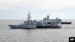 Lực lượng hải quân Malaysia tuần tra trong Eo biển Malacca.
