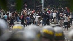 Aksi unjuk rasa 22 Mei 2019 di Jakarta yang berakhir dengan kerusuhan (Foto (AP /Achmad Ibrahim).