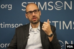 Journalist and author Sebastian Strangio talks Cambodia's 2017 Commune Elections in a panel discussion at Stimson Center in Washington DC, on June 8, 2017. (Hong Chenda/VOA Khmer)