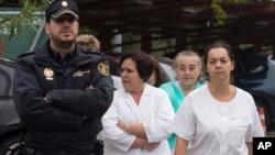 Para perawat Spanyol menuntut pengunduran diri Menteri Kesehatan setelah seorang rekan mereka tertular ebola (6/10).