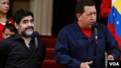 Maradona sorprendido ante el enérgico anuncio del presidente Chávez de romper relaciones con Colombia.
