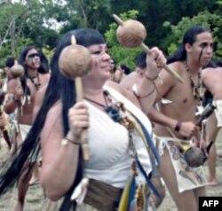 梅纳德博士在波多黎各参加庆祝仪式