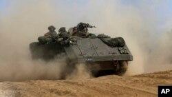 Thiết giáp của Israel di chuyển trong vùng biên giới Israel và Gaza