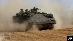 Патрульный бронетраспортер израильской армии на границе с полосой Газа (архивное фото)