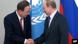 Пан Ґі Мун і Володимир Путін в ООН