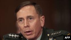 Ðại tướng Petraeus nói để tạo dễ dàng cho các cuộc thảo luận, binh sỹ liên minh đã cho phép các thủ lãnh Taliban vào thủ đô Kabul