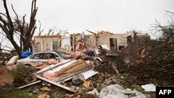 미국 텍사스주 로우렛 시에 토네이도가 몰아친 후 27일 폐허가 된 모습.