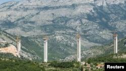 黑山共和国的Bar-Boljare公路上一处桥梁建造工地(2018年6月07日)