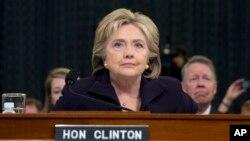 Cựu ngoại trưởng Mỹ Hillary Clinton trong cuộc điều trần tại ủy ban đặc biệt của Hạ Viện, ngày 22/10/2015.