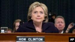 ရီပတ္ဘလစ္ကန္ေတြ ဦးေဆာင္တဲ့ ေအာက္ လႊတ္ေတာ္ ေကာ္မတီက ၾကားနာ စစ္ေဆးပြဲ တက္ေရာက္တဲ့ အေမရိကန္ ႏုိင္ငံျခားေရး၀န္ႀကီးေဟာင္း Hillary Clinton။ (ေအာက္တိုဘာ ၂၂၊ ၂၀၁၅)