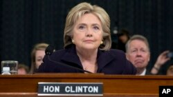 La candidate démocrate, l'ancien secrétaire d'État Hillary Rodham Clinton témoigne devant la commission d'enquête sur Benghazi, à Washington, le 22 octobre 2015. (AP Photo/Evan Vucci)