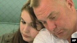 父亲哈金斯上校常年出征女儿珍妮佛珍惜父女相聚时刻