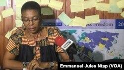 Maximilienne Ngo Mbe, directrice exécutive du Redhac, Réseau des défenseurs des droits humains en Afrique centrale, au cours d'une conférence de presse à Douala, au Cameroun, le 5 février 2018. (VOA/Emmanuel Jules Ntap)