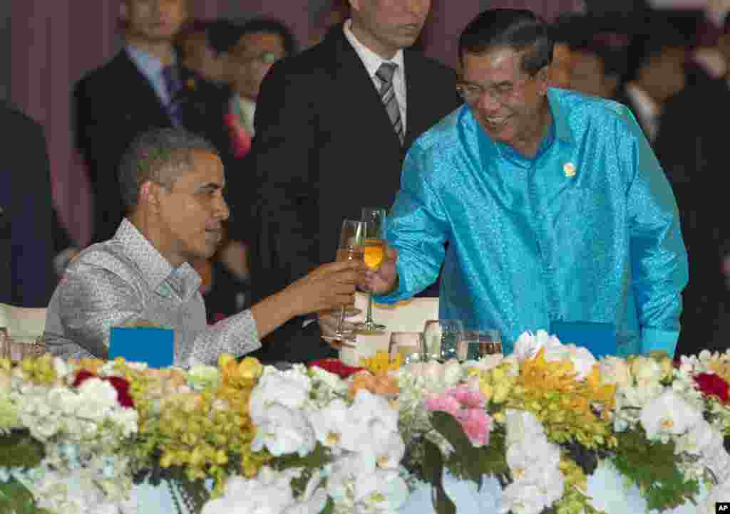 U.S. President Barack Obama, left, toasts with Cambodia's Prime Minister Hun Sen at the East Asia Summit Dinner during the East Asia Summit at the Diamond Island Convention Center in Phnom Penh, Cambodia, Monday, Nov. 19, 2012. (AP Photo/Carolyn Kaster)