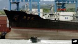 지난 7월 쿠바에서 신고하지 않은 무기를 싣고 항해하다 파나마 정부에 적발된 북한 선박 청천강 호.
