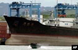 Tàu của Bắc Triều Tiên bị bắt tại Panama hồi tháng 7 năm 2013 vì bị cáo buộc chuyển lậu vũ khí cho Cuba.