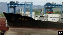 지난 2013년 7월 쿠바에서 신고하지 않은 무기를 싣고 항해하다 파나마 정부에 적발된 북한 선박 청천강 호. (자료사진)