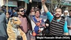مسلم لیگ (ن) کے کارکنان نے جج ارشد ملک ویڈیو اسکینڈل سامنے آنے کے بعد شدید احتجاج کیا تھا۔ (فائل فوٹو)
