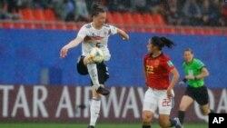 بازیکنان تیم های فوتبال آلمان و اسپانیا در دور گروهی جام جهانی ۲۰۱۹ زنان در فرانسه