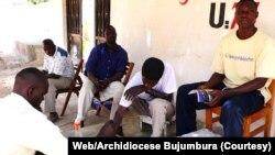 Bamwe mu Rwaruka rwo mu Burundi Bateramiye ku ku Kibuguzo