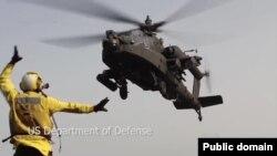 美国向伊拉克增派阿帕奇直升机。