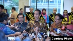 Presiden Jokowi berbicara kepada wartawan usai membuka rapat kerja nasional kementerian Agraria dan Tata Ruang BPN di hotel Sahid Jaya, Jakarta, Rabu, 10 Januari 2018. (Foto: Biro Pers Istana)